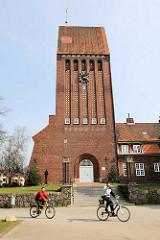 Kirchturm der St. Johannis Kirche in Lübeck Kücknitz