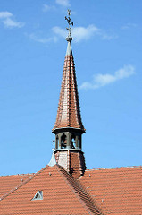 Kirchturm der St. Trinitatis Kirche in Lübben; römisch katholische Kirche; ursprünglich erbaut 1863 - umfassender Umbau  1906.