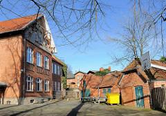 Blick auf den Schulhof der Willy Brandt Schule in Schlutup.