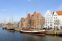 Museumshafen in der Hansestadt Lübeck - historische Segelschiffe / Lastensegler.