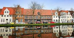 Historische Wohnhäuser an der Untertrave in der Hansestadt Lübeck.