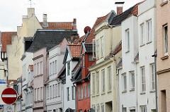 Wohnhäuser - unterschiedliche Fassadengestaltung, Architektur in der Hansestadt Lübeck.