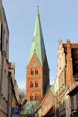 Turm der St. Aegidienkirche in der Hansestadt Lübeck.