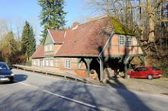 Historische Doppelkate der Gutsanlage Blumendorf in Bad Oldesloe; das um 1800 erbaute Gebäude diente als Guts-Schmiede und Wohnhaus.