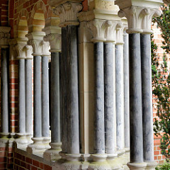 Säulen im Kreuzgang vom Lübecker Dom.