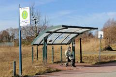Überdachte Bushaltestelle - Haltestelle An der Trave in Lübeck Schlutup.