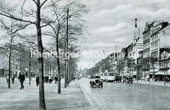 Altes Bild von der Reeperbahn in Hamburg St. Pauli - Autos und Strassenbahn; lks. Fussgänger und Spielbudenplatz.