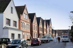 Einstöckige Wohnhäuser mit ausgebautem Dach - Wohnstrasse in Lübeck Schlutup.