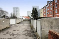 Wohnanlage, Garagen und Hochhäuser - Lübeck Moisling.