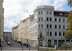 Eckhaus - Gründerzeitarchitektur, Geschäfte im Erdgeschoss; restaurierte Architektur, Wohnhäuser in Görlitz.