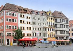 Mehrstöckige Gebäude am Görlitzer Untermarkt - in der Bildmitte der Neptunbrunnen, aufgestellt 1756 - Steinmetz Johann Georg Mattausch.