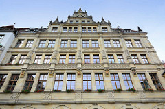 Fassade vom Neuen Rathaus in Görlitz am Untermarkt - das Rathaus wurde 1903 im Baustil der Neorenaissance fertig gestellt, Architekt Jügen Kröger.