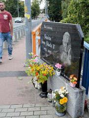 Gedenkplatte, Marmorplatte mit dem Bildnis von Papst Johannes Paul II / Papieza Jana Pawła II 1978 - 2005; Brücke über die Neisse / Zgorzelec .