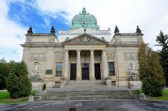 Frontansicht der Oberlausitzer Gedenkhalle in Zgorzelec / Görlitz ;  Monumentalbau der wilhelminischen Zeit. Heute fungiert sie als Kulturhaus der Stadt Zgorzelec.