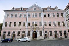 Historisches Verwaltungsgebäude von 1706 - ehm. Börse / Neues Kaufhaus - die Kaufleute hielten hier ihre Treffen ab; danach Gericht, Polizeigebäude - jetzt Hotel.