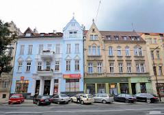 Gründerzeit-Wohnhäuser mit Geschäften im Erdgeschoss - renovierungsbedürftig und restauriert / alt + neu - Architektur in Zgorzelec.