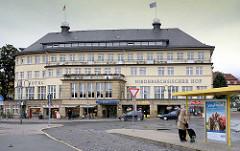 Gebäude Hotel Niedersächsischer Hof, Busbahnhof / Bahnhof in Goslar.