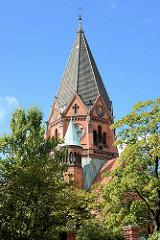 Kirchturm der neuromanischen Lutherkirche in der Stadt Görlitz - geweiht 1901, Architekten Arno Eugen Fritsche und Adolf Cornehls.