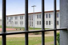 Fenstergitter - Gefängnis Hamburg Billwerder, Blick aus der Gefängniszelle.