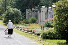 Friedhofsmauer mit Grabsteinen Görlitzer Familien - historischer Nikolaikirchhof in Görlitz.  Aufgrund seines reichen Grabmal- und Epitaphenbestandes vom frühen 17. bis in die Mitte des 19. Jahrhunderts sowie der Grufthäuser des 17. und 18. Jahrhunde