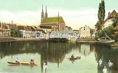 Altes Bild aus Görlitz - Blick über die Neiße, Ruderboote und Schwäne auf dem Wasser - Altstadtbrücke und St. Peter und Paul Kirche.