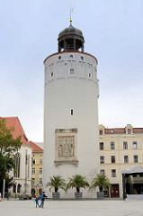 """Der Dicke Turm oder auch Frauenturm ist ein Teil der historischen Görlitzer Stadtbefestigung. Der 46 m hohe Turm wird aufgrund seiner Massivität von den Görlitzern """"Dicker Turm"""" genannt.[1] Er ist der massivste Turm der Stadt, seine Mauerstärke beträ"""