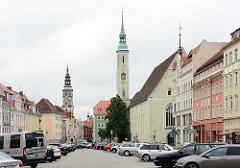 Dreifaltigkeitskirche am Görlitzer Obermarkt - im Hintergrund der Rathausturm vom Alten Rathaus.