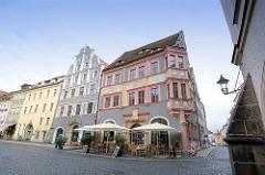 Historische Gebäude am Untermarkt von Görlitz - re. die ehem. Ratsapotheke, astronomische Fassadenmalerei von 1550.