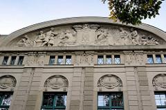 Tympanon vom Gebäude der ehem. Rothenburger Versicherung - jetzt Nutzung durch die Hochschule Zittau / Görlitz.