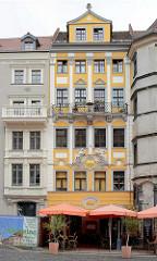 Historische Architektur am Untermarkt in Görlitz - zentraler Platz in der Altstadt, Strassengastronomie.