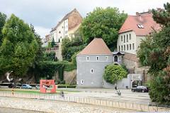 Runder Turm am Ufer der Neiße in Görlitz - Ochsenbastei, Teil der ehemaligen Stadtbefestigung.