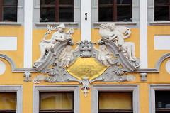 Aufwändiges Fassadendekor / Stuckdekor; Architektur am Untermarkt in Görlitz - zentraler Platz in der Altstadt.