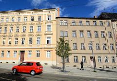 Wohnhäuser - historische Mietskasernen; grauer Putz - Wohnhaus mit Stuckdekor - farbige, restaurierter Fassade / Gründerzeitarchitektur in Görlitz - alt + neu, Kontraste.