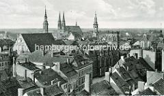 Historische Luftaufnahme von Görlitz - Dächer der Altstadt; im der Bildmitte das Gebäude vom jetzigen Augustum-Annen-Gynasium; um 1900 Erweiterungsbau - die Annenkapelle wurde als Aula und Turnhalle umgenutzt.