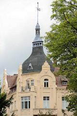 Gründerzeitarchitektur in Görlitz - Dachturm mit Wetterfahne.