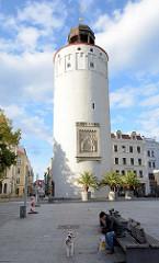 Blick über den Marienplatz in Görlitz zum Dicken Turm - Teil der ehem. Befestigungsanlage der Stadt.
