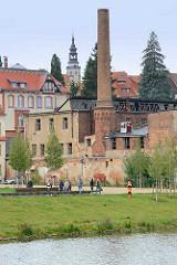 Blick über die Neiße zur Industriearchitektur der ehem. Görlitzer Kondensatorenfabrik.