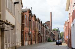 Industriearchitektur - Gewerbegebäude, Fabrikanlage mit Schornstein - Architekturbilder aus Görlitz.
