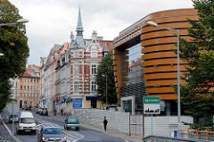 Blick von der Neissebrücke / Görlitz nach Zgorzelec - moderner Neubau, historische Gründerzeitarchitektur.