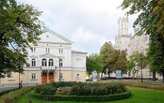 Architektur in Bunzlau / Bolesławiec - re. das Gerichtsgebäude in neogotischer Architektur.