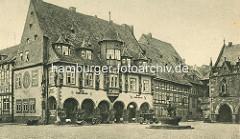 Altes Bild vom 1494 erbaute Kaiser Worth, ehem. Gildehaus der Tuchhändler; Automobile / Autos vor dem Hotel - Handkarre, Marktbrunnen.