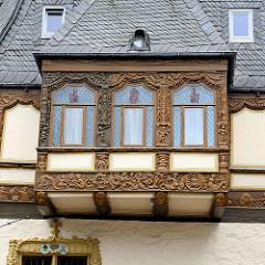 Mit aufwändigen Schnitzereien versehener Erker am Patrizierhaus Brusttuch in der Altstadt von Goslar - trapezförmiges Grundstück, erbaut 1521 - jetzt Hotel.