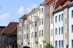 Moderne Architektur in Halberstadt - halbrunde und eckige Erker.