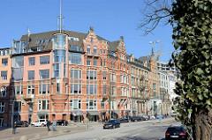 Katharinenhof am Zippelhaus in der Hamburger Altstadt - Strasse am Zollkanal; Wohn- und Kontorhaus, Ursprungsbau von 1890, Architekt Hinrich Fittschen.