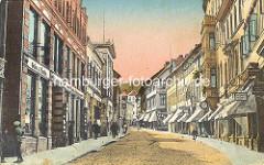 Historisches Motiv von der Langen Strasse in Blankenburg / Harz; Geschäfte / Einzelhandel - Eisenwaren; Markisesen vor den Schaufenstern - Passanten auf dem Bürgersteig.