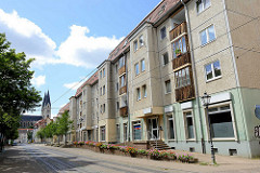 Wohnblock mit Erker, Gewerberäume im Paterre; Gröperstrasse in Halberstadt.