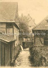 Historische Ansicht vom Lauf der Abzucht durch Goslar - Schuppen und Fachwerkhäuser am Wasser.