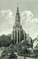 Altes Bild von der  Stadtpfarrkirche St. Stanislaus und Wenzel (Kościół ŚŚ. Stanisława i Wacława) in Świdnica - Schweidnitz. Seit 2004 Kathedrale des neueingerichteten Bistums, wurde 1325–1488 an der Stelle eines 1250 erwähnten Vorgängerbaus erric