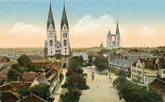 Historische Luftaufnahme von Halberstadt -  Blick über den Domplatz und seinen historischen Gebäude - Kirchtürme vom Halberstädter Dom und der Martinikirche.