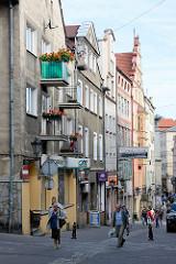 Innenstadt von Kłodzko / Glatz - Straße mit Geschäften.